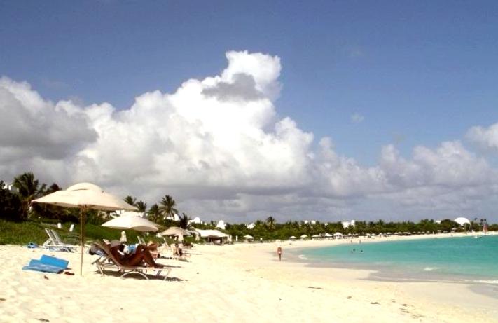 Rica gastronomía y hermosas playas le esperan en Anguila